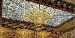 De koepel in de Palau de la música Catalana in Barcelona